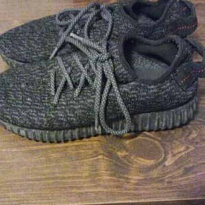 Yeezys Pirate Black